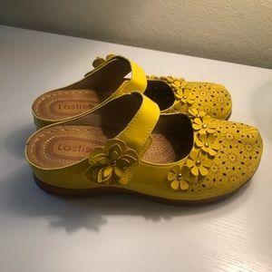 LOSTISY Flower Vintage Closed Toe Clogs - 9
